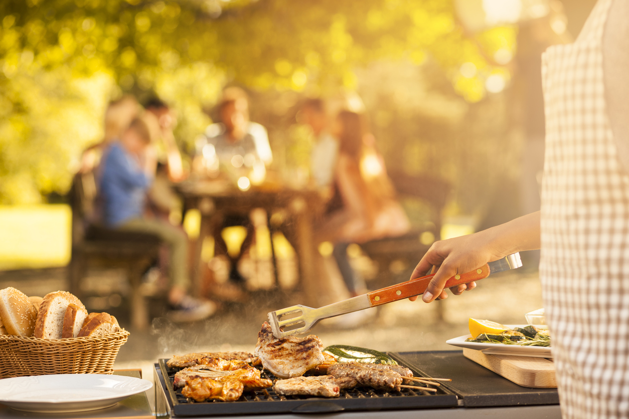 How to keep pests away from your summer bbq for How to keep spiders away from your bed